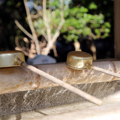 Yamato Okunitama Jinja Shinto Shrine: Chozuya (water ablution pavilion)