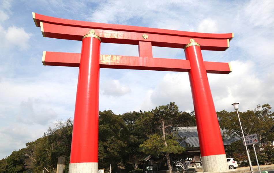Onokorojima Jinja Shinto Shrine: Front torii gate