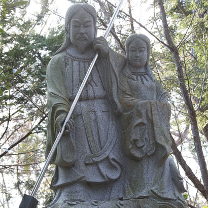 Onokoro Jinja Shinto Shrine: Stone statue of the Kamis Izanagi-no-mikoto and Izanami-no-mikoto