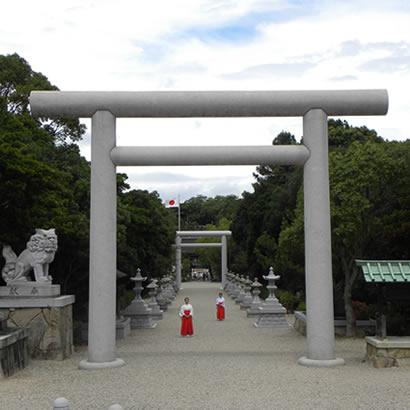 Izanagi-jingu Shinto Shrine: Front torii gate