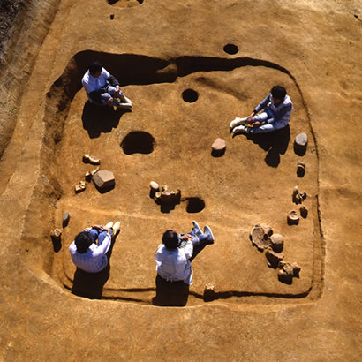 Shiotsubonishi Archeological Site: View of the dig site (Courtesy of Hyogo Prefectural Museum of Archeology)