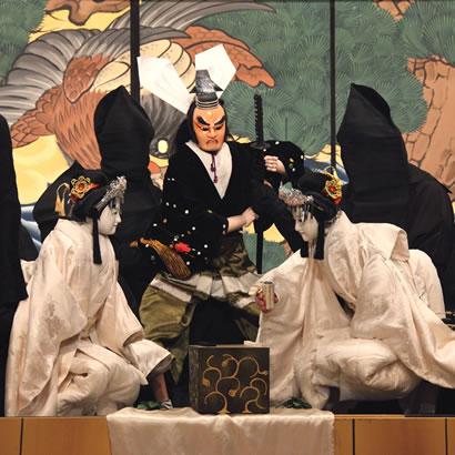 Tamamonomae Asahi no Tamoto: Michiharu Yakata no dan (The Brilliant Sleeves of Lady Tamamonomae: Michiharu's Mansion Scene)
